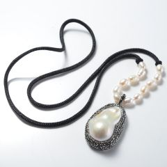 Fashion White Baroque Pearl Rhinestone Studded Pendant Black Rope Necklace for Women's Jewelry